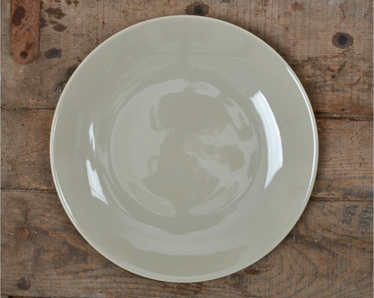 taupe dinner plate 100 made in france vacances fran aises. Black Bedroom Furniture Sets. Home Design Ideas