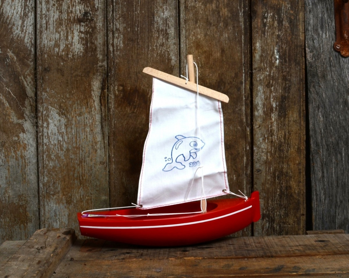 26 cm red small sailboat 100 made in france vacances fran aises. Black Bedroom Furniture Sets. Home Design Ideas